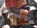 CAMERUN 199. POR EL DEPARTAMENTO DEL OCEANO. (CATARATAS DE LA LOBE DE VUELTA) LA PIRAGUA HACE... AGUA