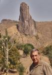 CAMERUN 29 (EXTREMO NORTE) LOS ALREDEDORES DE RHUMSIKI. PICO KAPSIKI ES UNA AGUJA VERTICAL EN BASALTO DE 1224 M DEALTURA