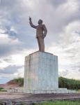 GABON 121. (FRANCEVILLE) MONUMENTO AL PRESDENTE ALBERT BERNARD BONGO NACIO EN EL 1935 EN LEWAI Y MURIO EN EL 2009 EN BARCELONA