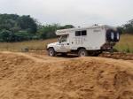 GABON 151. (DE BONGOVILLE A LA FRONTERA CON EL CONGO) EN KABALA, EL PUESTO FRNTERIZO CON EL CONGO