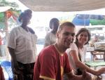 CONGO BRAZZAVILLE 53. (BRAZAVILLE CIUDAD) ... SIMON DOS JOVENES SUIZOS MUY SIMPATICOS QUE HEMOS CONOCIDO EN EL CONGO Y QUE VAN TAMBIEN EN CAMINO A SURAFRICA EN UN VIEJO LAND ROVER