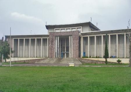CONGO KINSASA 5. (KINSASA CIUDAD) LA UNIVERSIDAD MARIEN NGOUABI, ES ESTATAL TIENE FACULTADES DE DERECHO Y MEDICINA