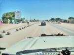 ANGOLA 54. (HACIA LA FRONTERA CON NAMIBA) SANTA CLARA SITUADA EN LA PROVINCIA DE CUNENE, ES LA CIUDAD FRONTERIZA CON NAMIBIA POR LA POBLACION OSHIKANGO